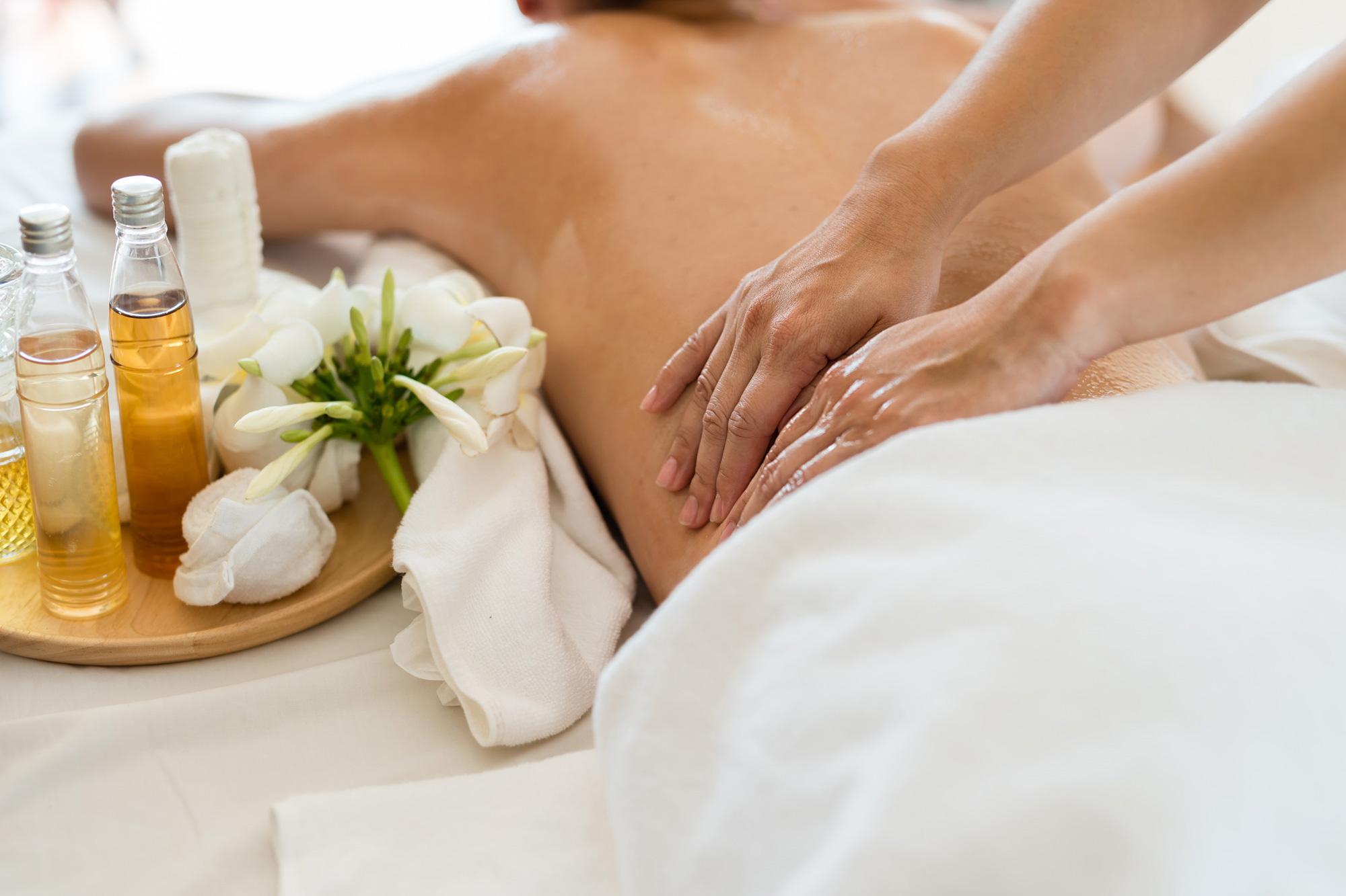 korawan-thaimassage-konstanz-frau-thai-aroma-oel-massage-2000x1333